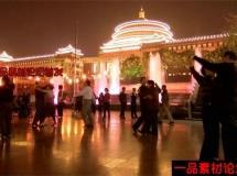 晚上在大广场跳舞高清实拍视频素材1080P