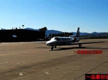飞机在跑道滑翔的高清实拍视频素材1080P