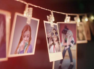 悬挂照片相册回忆片头 Picture Frames Slideshow