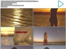 美丽日落沙滩岸边美女休闲行走散步海滩唯美景色高清视频实拍