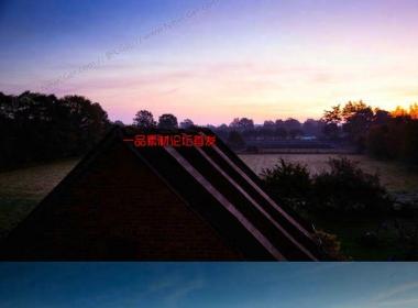 宁静乡村的屋顶日出